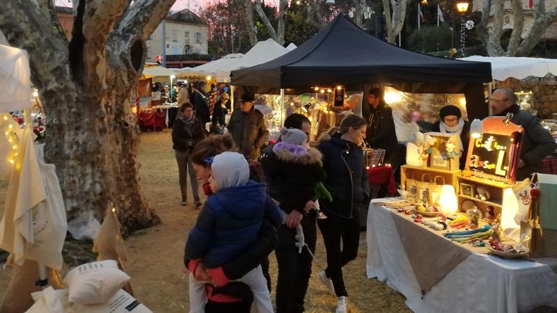 photo marché artisanal de l'été à Saint-Raphaël